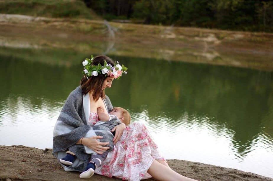 Breastfeeding basics - mother breastfeeding child