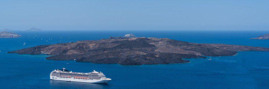 cruise-ship-near-island