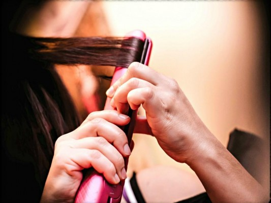 How to straighten, wave and curl your hair in a rush with the Nava Hair Straightener
