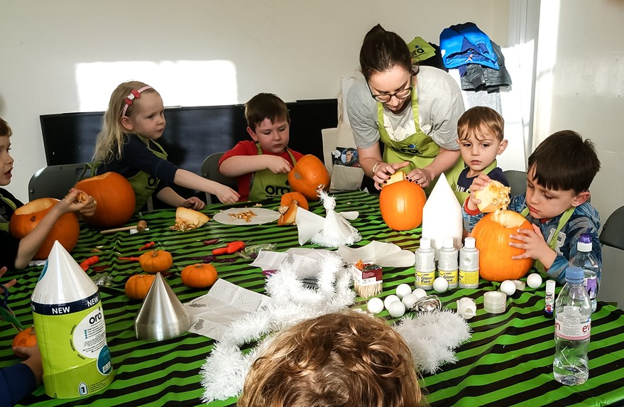 Carving the pumpkin - Ora Cookery Event - motherhooddiaries.com