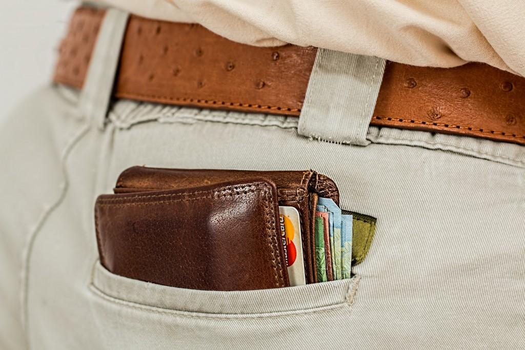 wallet-cash-credit-card-pocket - motherhooddiaries