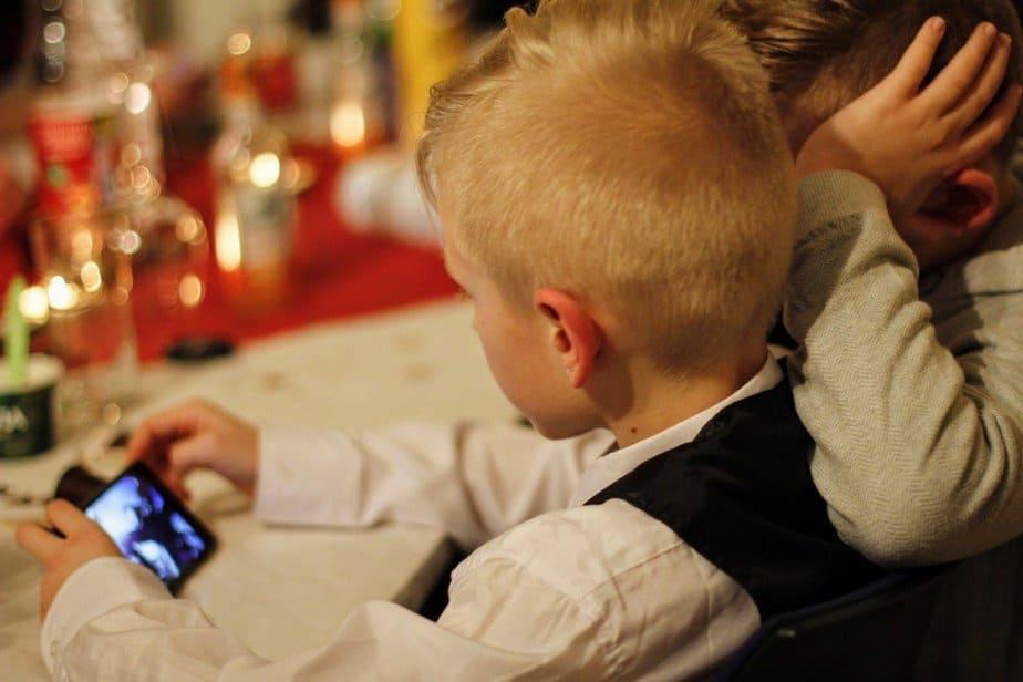 Kids watching phone together - motherhooddiaries