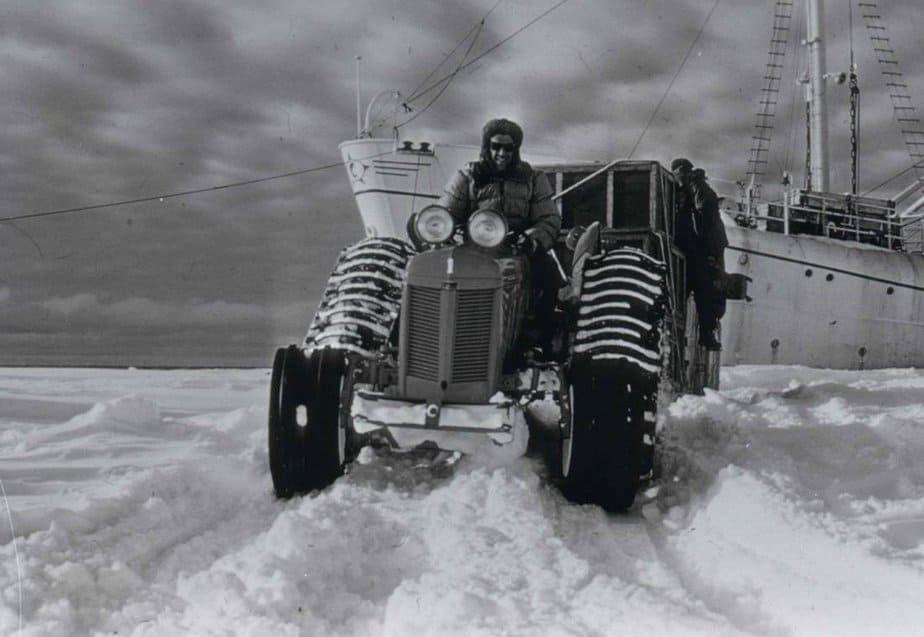 Edmund Hillary leading the Commonwealth Trans-Antarctic Expedition in 1957-58 - Oceanwide Expeditions - motherhooddiaries