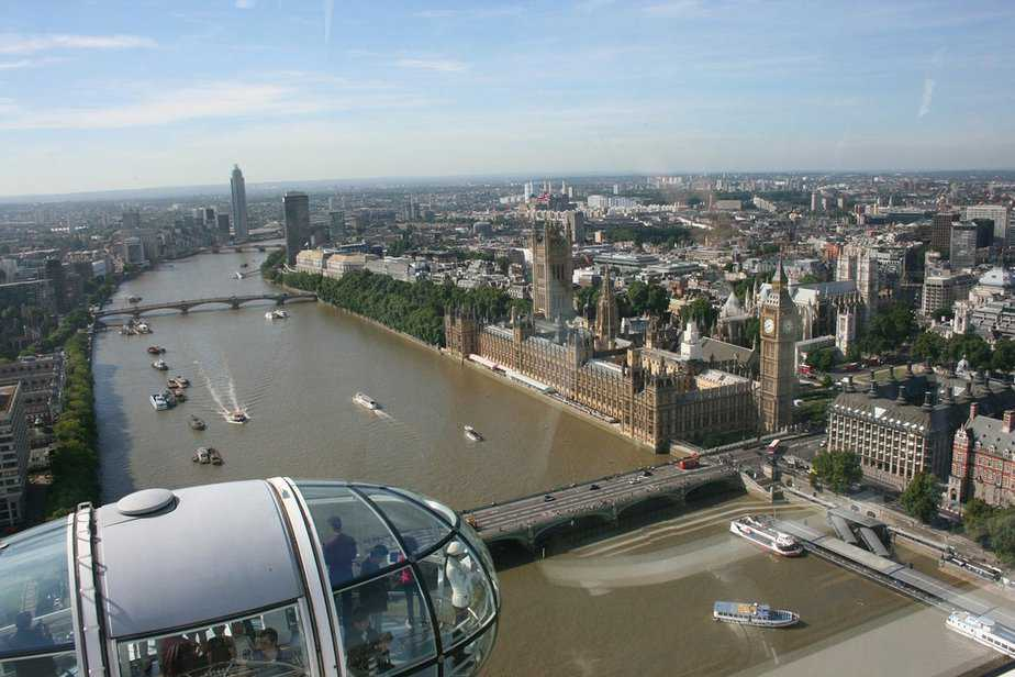 6 Thrills and Spills Father's Day Activities for Dad and Lads - speedboat thames - motherhooddiaries
