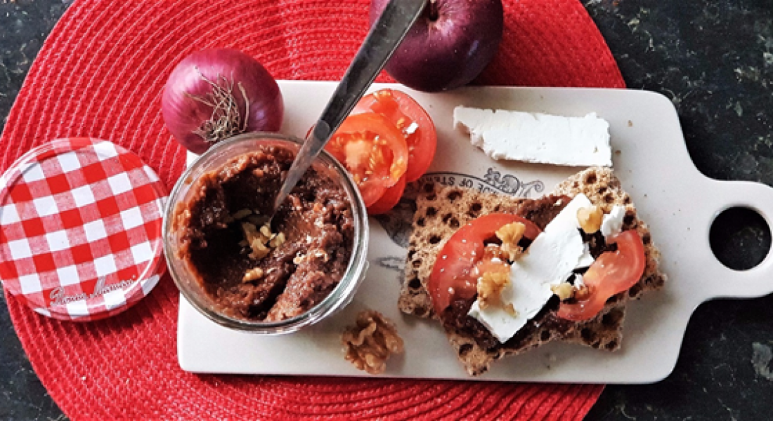 Christmas Spiced Apple and Walnut Chutney Recipe - motherhooddiaries