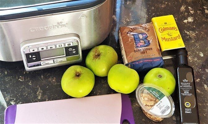 (I am using Lakeland's Crockpot Slow Cooker in this recipe – more details on this slow cooker here - http://bit.ly/2BrNoKh)