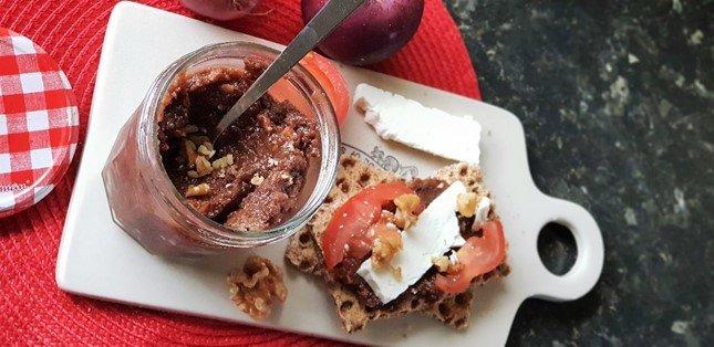 Spiced Apple and Walnut Chutney recipe