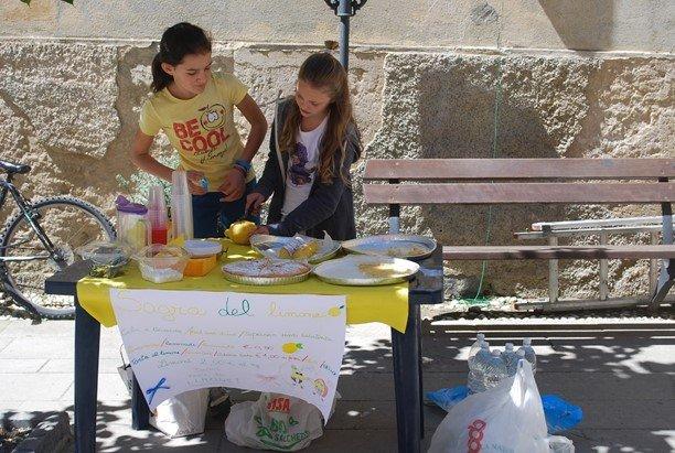 Girls making money from a lemonade stand