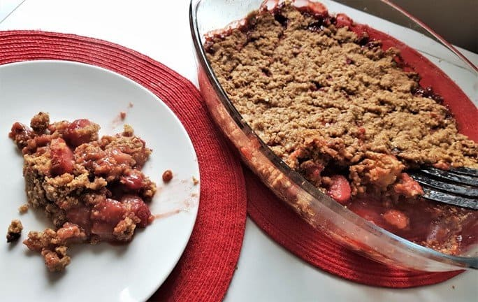 Gluten free vegan strawberry crumble baked!