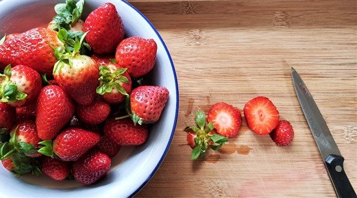 Slice the strawberries uniformly