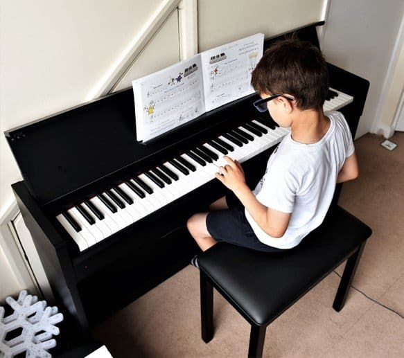 Yamaha Arius YDP-S34 digital piano - keys