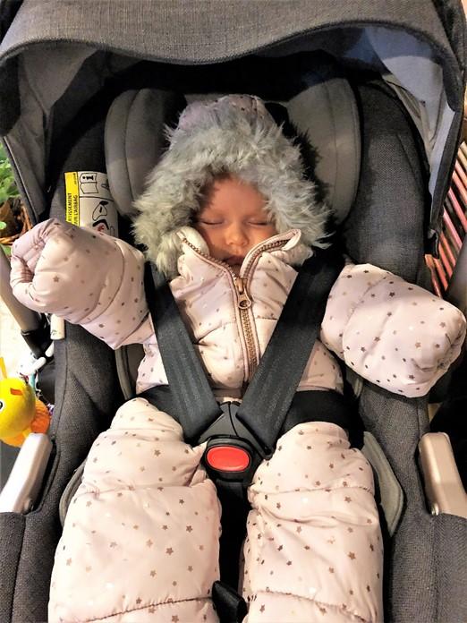 Snowsuit in the car seat - motherhooddiaries.com