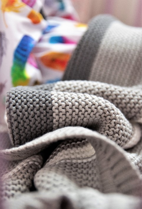 Clair de lune grey knitted blanket