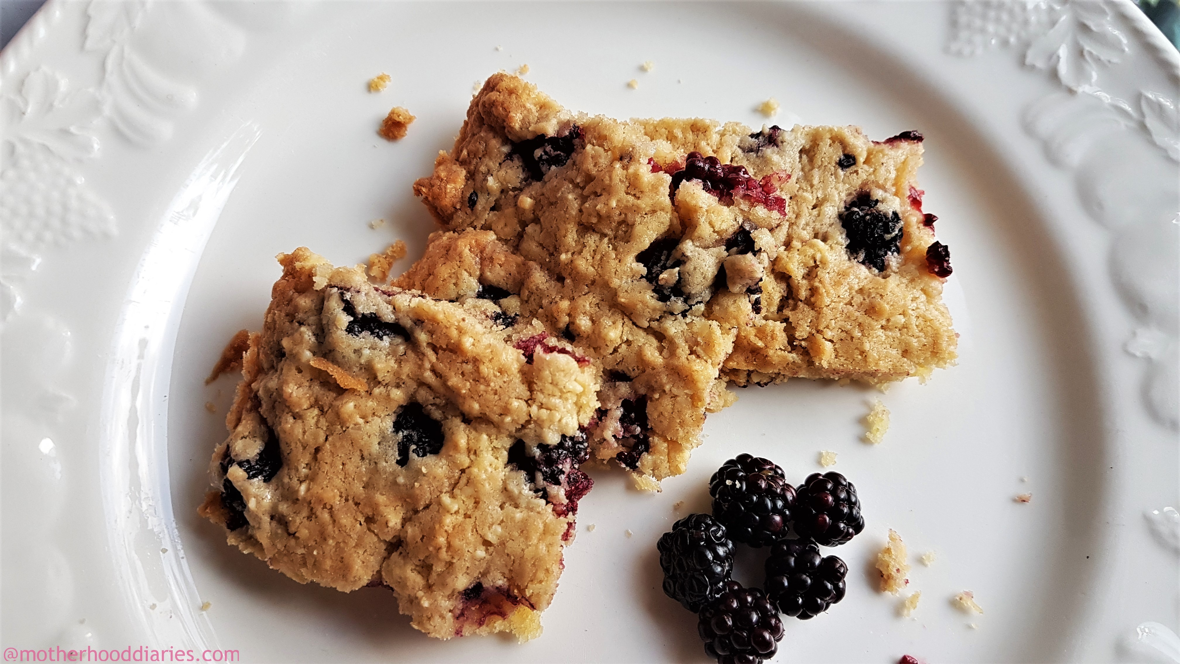 Baking Cocoa, Almond and Raisin Cookies with Clover – Recipe #nothingartificial